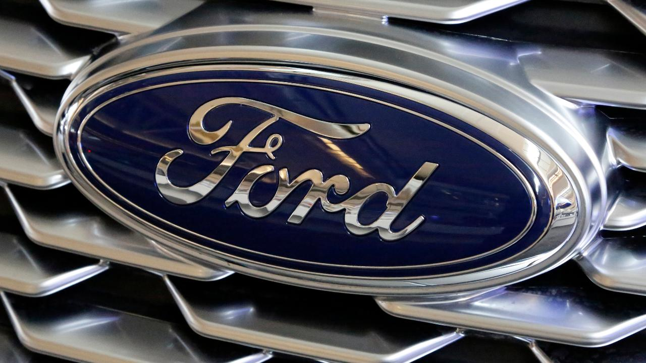 FBN's Lauren Simonetti on Ford's recall of 874,000 pickup trucks with engine block heaters after reports of fires.