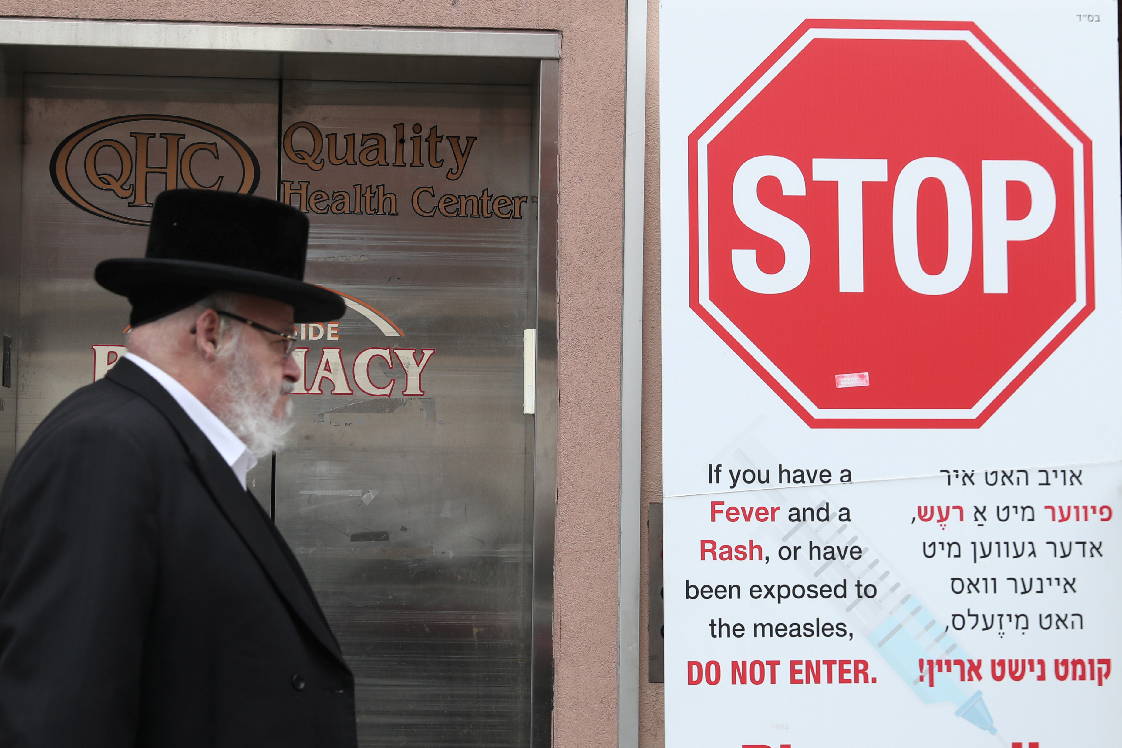 A sign in Williamsburg warning people of measles two days after New York City Mayor Bill de Blasio declared a public health e