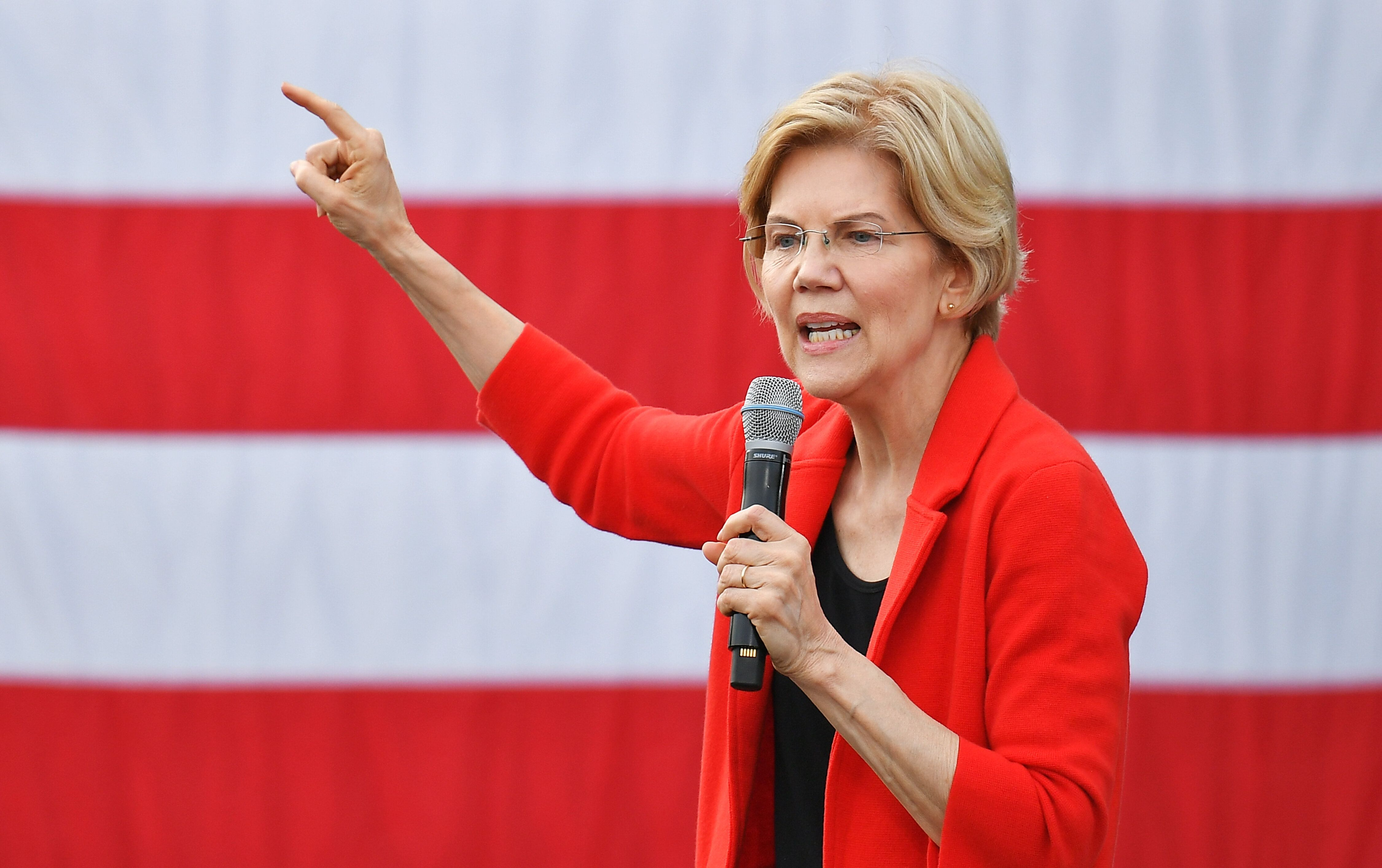 With her campaign, Elizabeth Warren is positioning herself as a champion for the middle class.