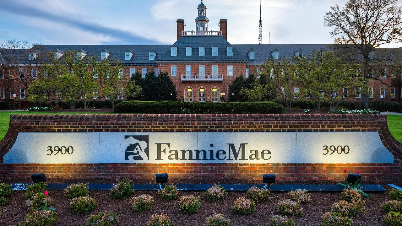 FBN's Charlie Gasparino on the Trump administration's push to get Fannie Mae and Freddie Mac out from under government control.