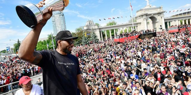 Could Leonard re-sign with the Raptors? (Frank Gunn/The Canadian Press via AP)