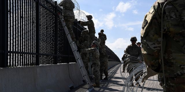 Army engineers install concertina wire on Nov. 5, 2018, on the Anzalduas International Bridge, Texas. (US Air Force photo by Airman First Class Daniel A. Hernandez)