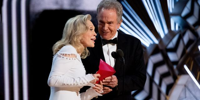 Hollywood veterans Faye Dunaway and Warren Beatty at the 89th Academy Awards.