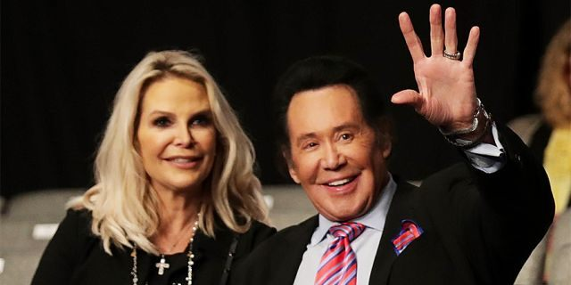 Wayne Newton with wife Kathleen McCrone.