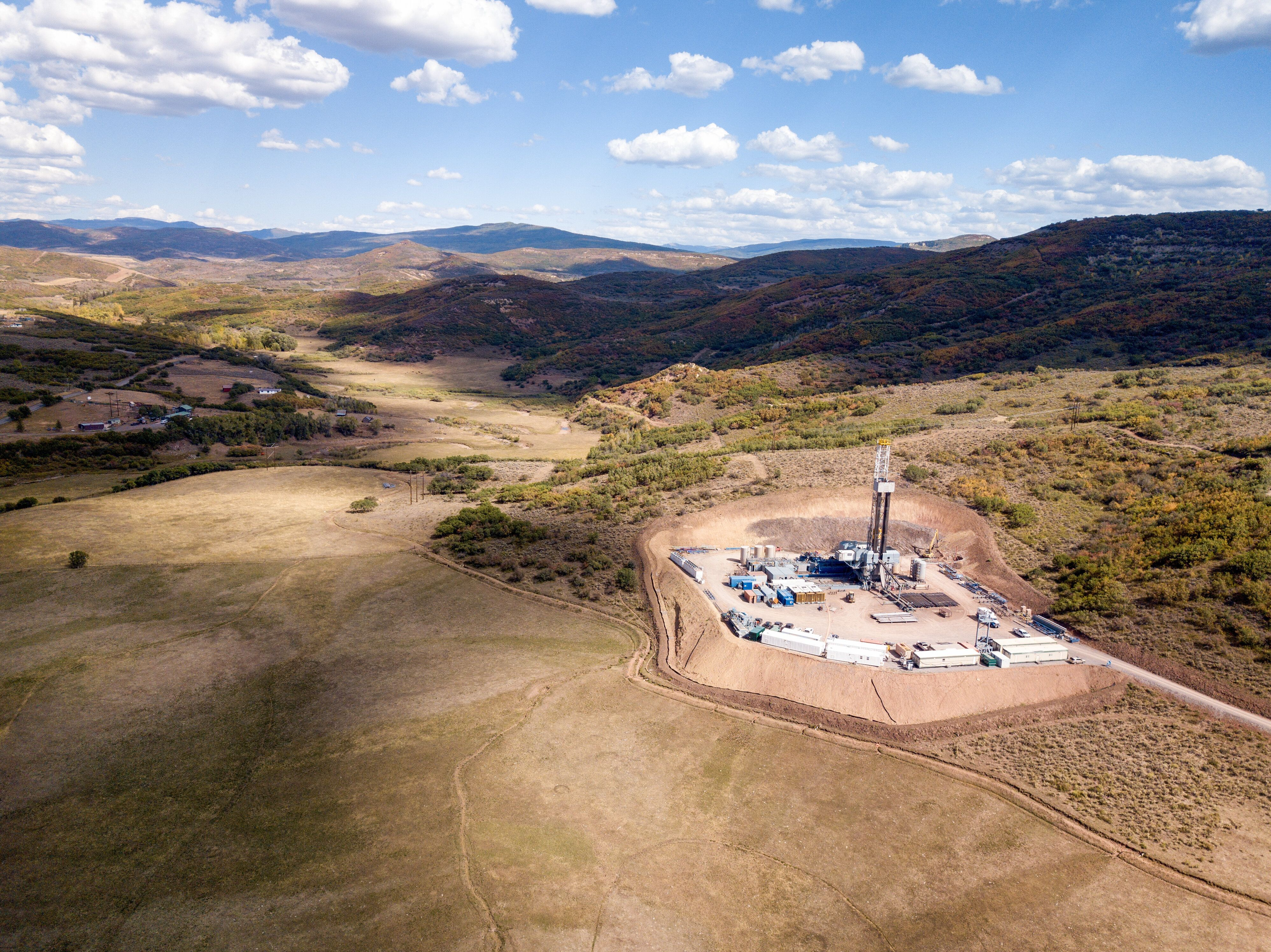 An aerial view of a hydraulic fracturing drill rig in Colorado.