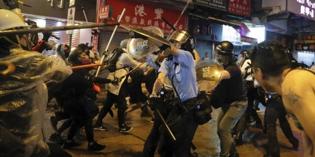 At least 21 police officers were injured Sunday during the pro-democracy protests,Mak Chin-ho, assistant police commissioner said.