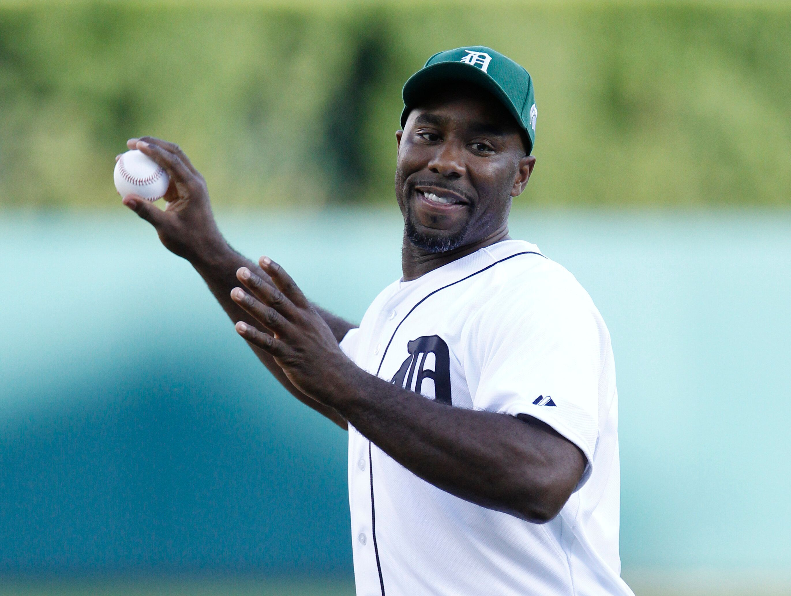 Mateen Cleaves throws out a ceremonial first pitch before the Detroit Tigers baseball game against the Texas Rangers on Aug.