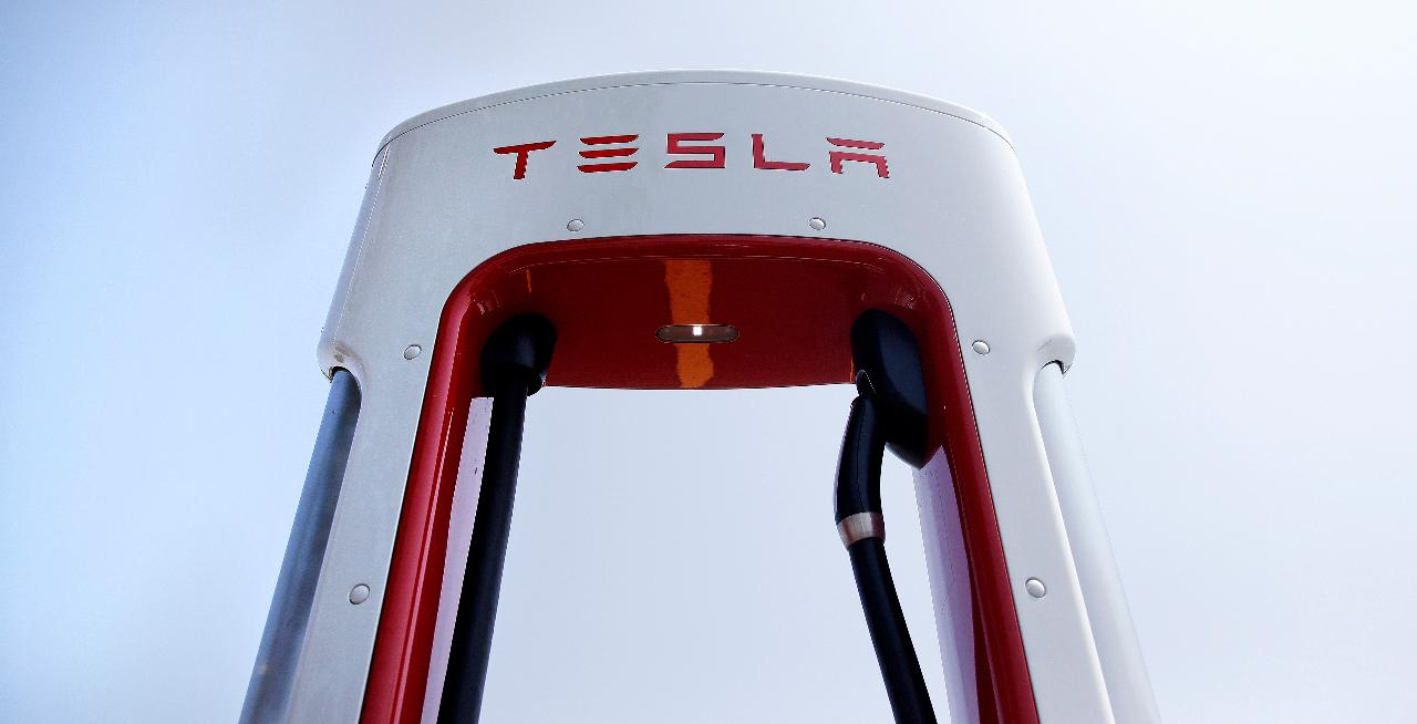 Oxbow Advisors managing partner Ted Oakley and Delancey Strategies President Jared Levy give their take on Tesla amid U.S.-China trade worries.