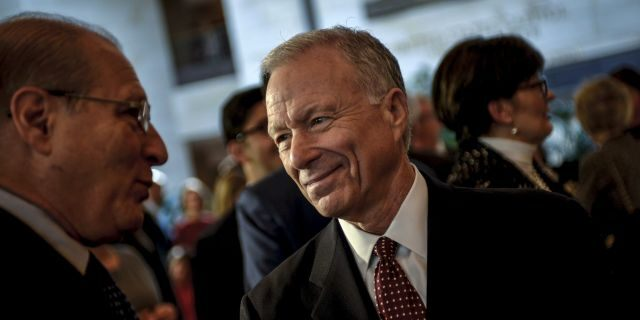Scooter Libby, former Vice President Dick Cheney's chief of staff, mingles before a ceremony to unveil a marble bust of Cheney in the Capitol in 2015. REUTERS/James Lawler Duggan - GF20000084054