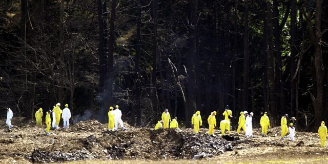Investigators comb the debris field for evidence from United Airlines Flight 93 near Shanksville, Pennsylvania, on Sept. 12, 2001. (REUTERS/Tim Shaffer)