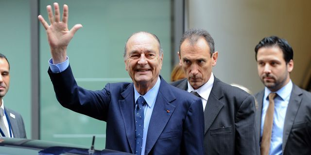 Former French President Jacques Chirac (C) goes out after a visit at the Foundation Chirac Third Prize Ceremony dedicated to conflict prevention, in Quai Branly Museum on November 24, 2011 in Paris, France. (Photo by Christophe Morin/IP3/Getty Images)