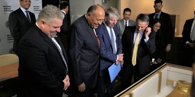 The Gold Coffin of Nedjemankh was presented to the Egyptian Minister of Foreign Affairs Sameh Hassan Shoukry, who accepted the piece on behalf of the people of Egypt. (ICE)