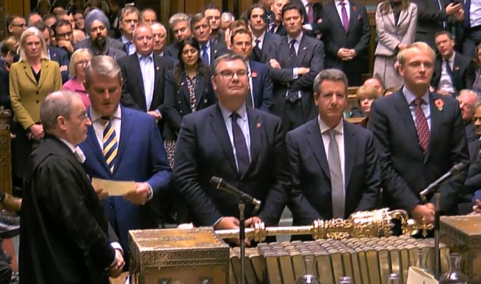 <strong>MPs reads out the result of the vote as legislation for an early general election on December 12. It cleared the Hous