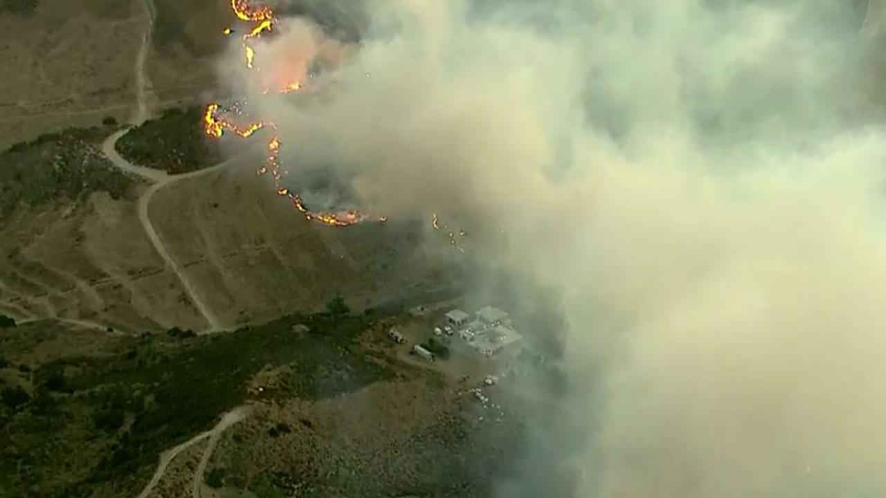 Fast-moving brush fire threatens homes near Reagan Library in Southern California