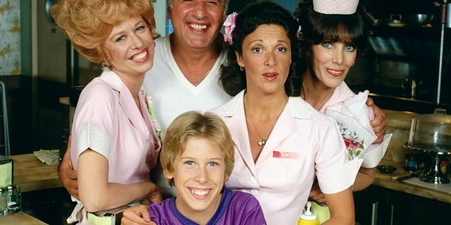 """Alice"" cast from left to right: Polly Holliday as Flo, Vic Tayback as Mel, Philip McKeon Tommy, Linda Lavin as Alice and Beth Howland as Vera Louise. (Photo by CBS via Getty Images)"