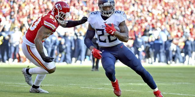 Tennessee Titans' Derrick Henry running for a touchdown past Kansas City Chiefs linebacker Anthony Hitchens. (AP Photo/Ed Zurga)