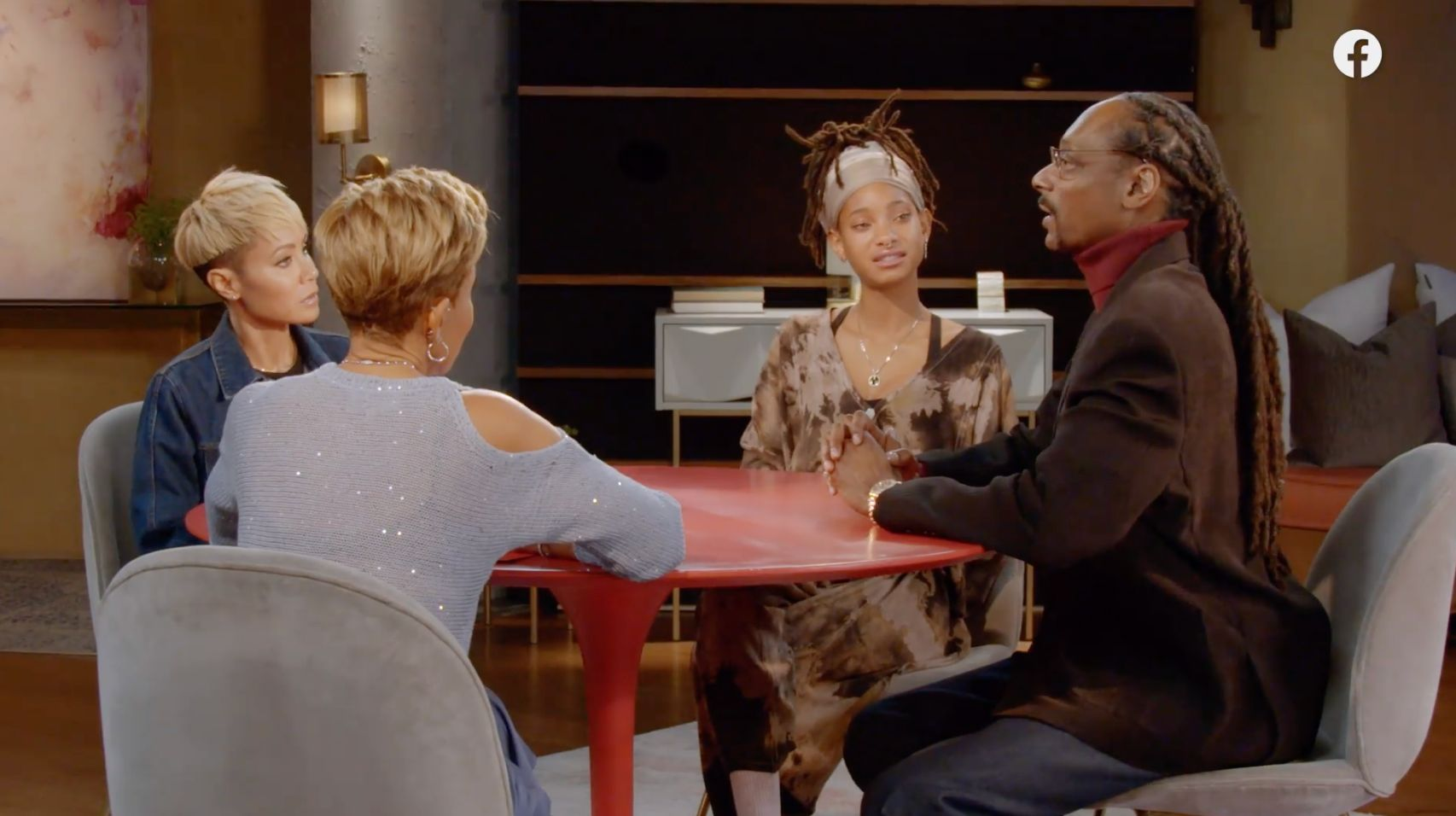 """Snoop Dogg appeared on the Feb. 26 episode of """"Red Table Talk"""" to apologize for his comments about CBS journalist Gayle King."""