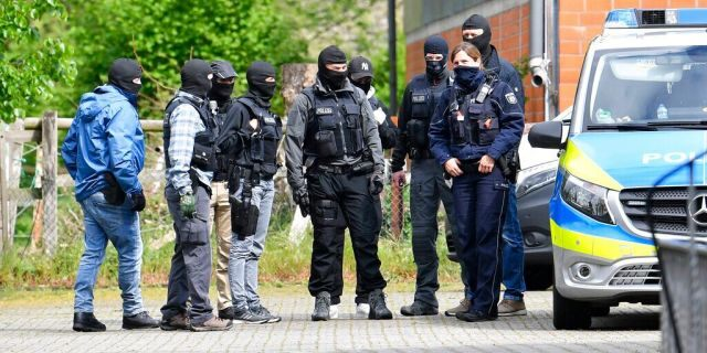 Special police investigates the Hezbollah linked Imam Mahdi center in Muenster, western Germany, Thursday, April 30, 2020. German police raided five sites linked to the Lebanese militant group Hezbollah, as authorities announced Thursday that they were banning activities by its political wing in Germany.