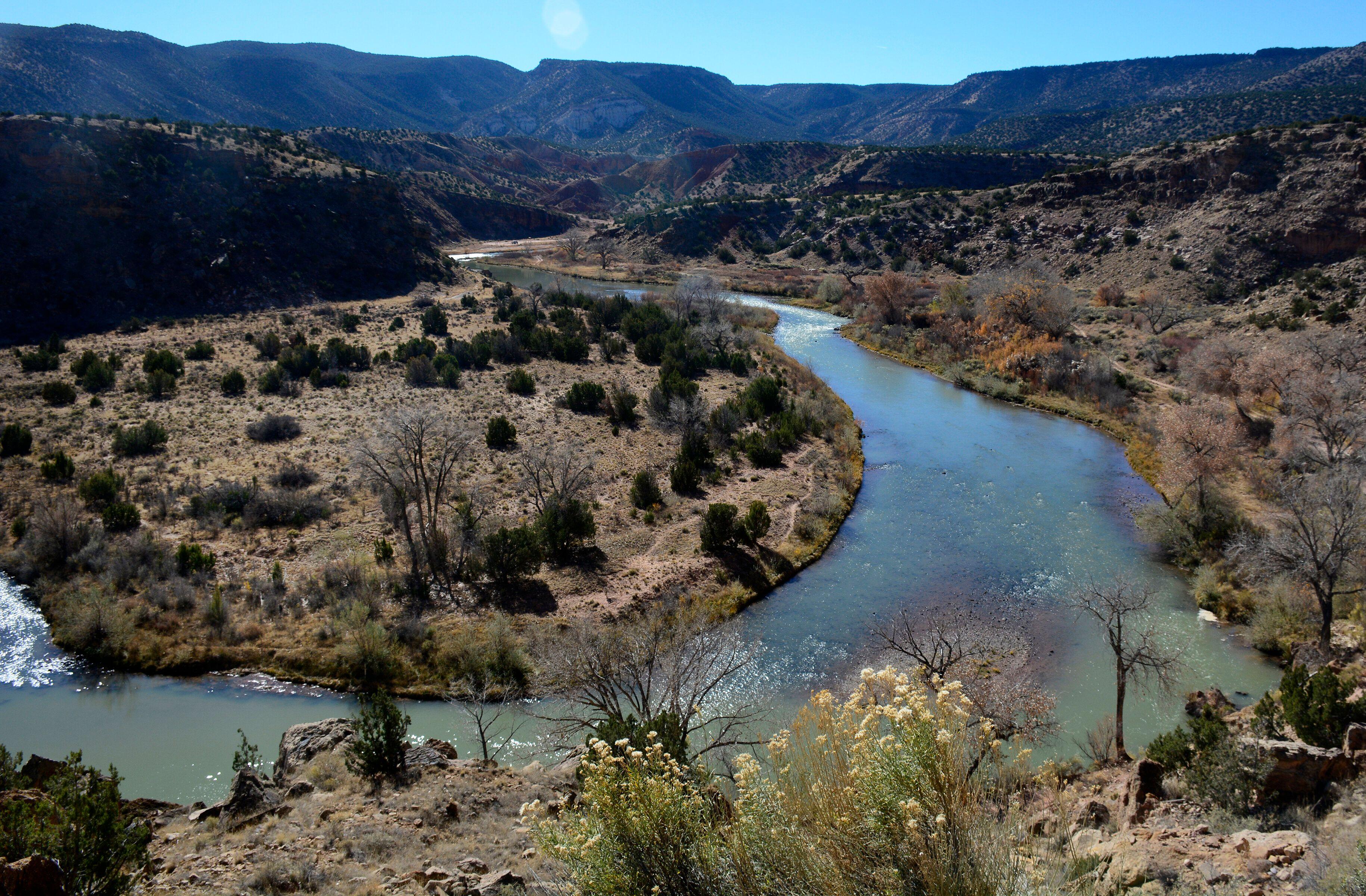 The Rio Chama originates in Colorado and feeds into the Rio Grande in New Mexico. New Mexico allowslandowners to stake