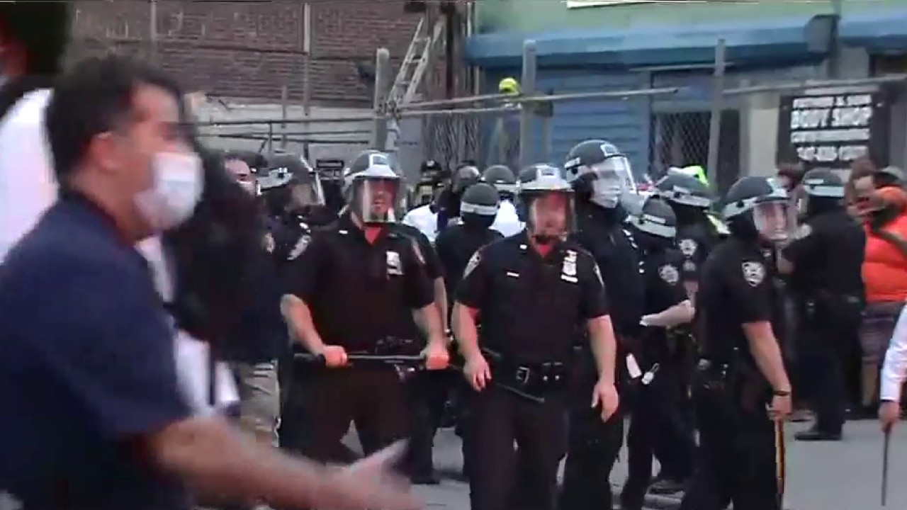 Chaos builds in Brooklyn, officer injured