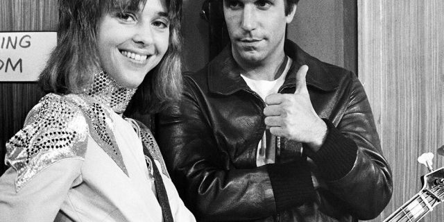 Suzi Quatro and Henry Winkler on the set of 'Happy Days.'