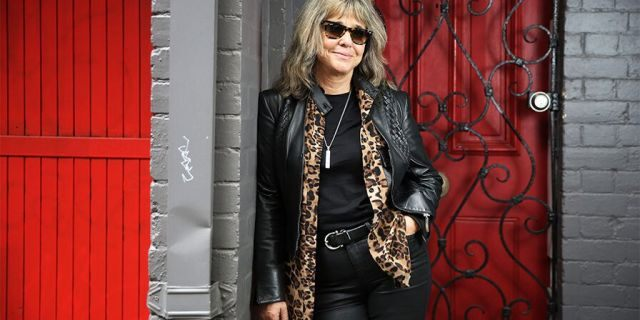 Suzi Quatro currently resides in the U.K.