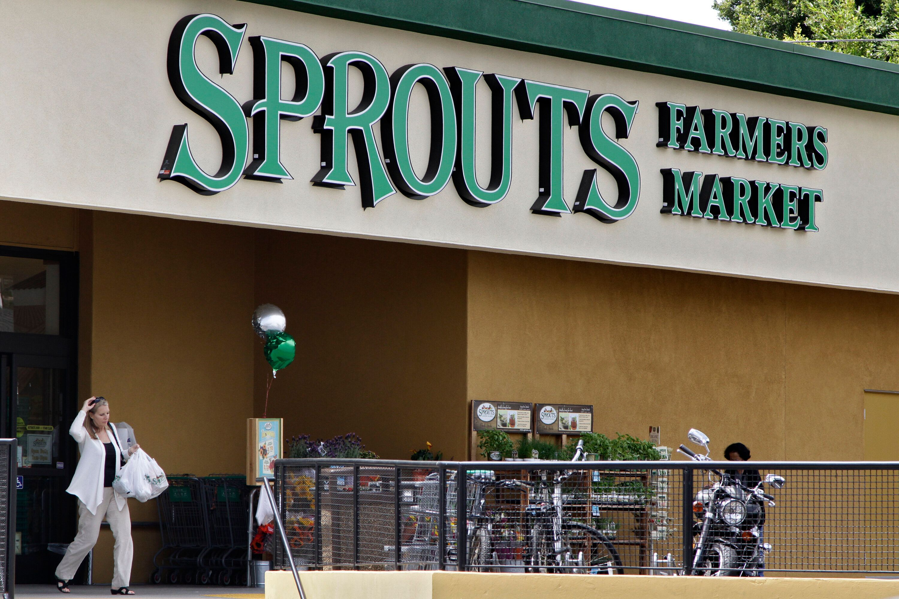 A Sprouts worker in Texas said their store has not been enforcing mask requirements despite a state order.