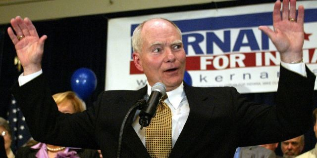 FILE - In this Tuesday, Nov. 2, 2004, file photo, Indiana Gov. Joe Kernan acknowledges the applause of supporters as he concedes to Republican challenger Mitch Daniels in the race for governor in Indianapolis. Kernan has died at age 74. His governor's office chief of staff says Kernan died early Wednesday, July 29, 2020 at a South Bend health care facility. (AP Photo/Michael Conroy, File)