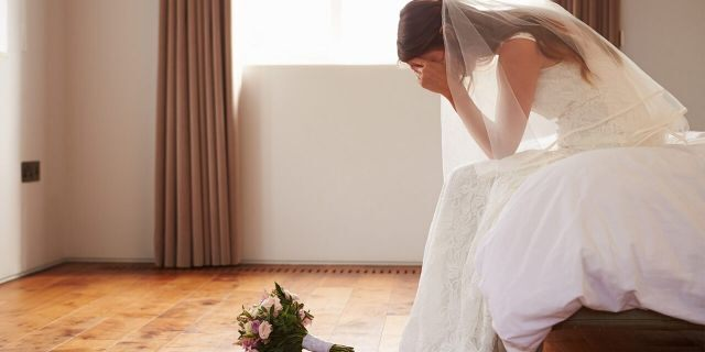 A bride's mom was kicked out of her wedding after insulting the bride in her speech. (iStock)