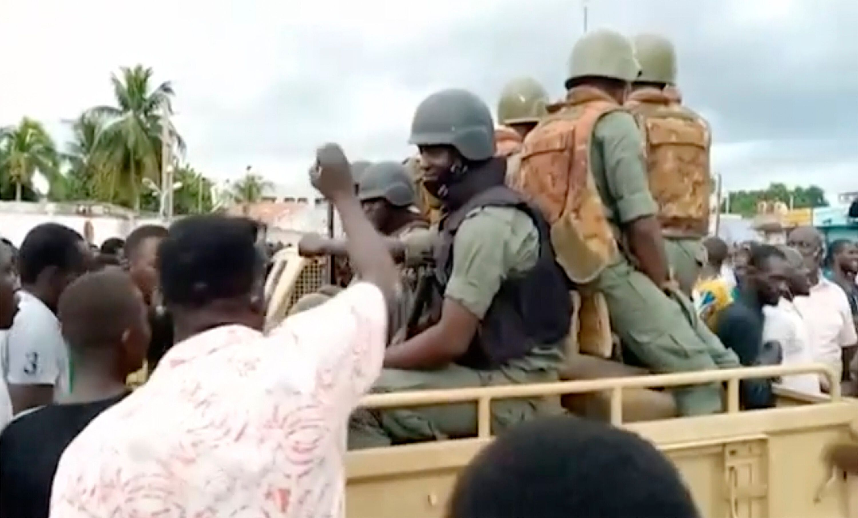 Soldiers are greeted by crowds of people, as military are stationed around President Ibrahim Boubacar Keita's city residence