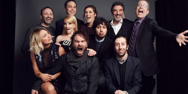 """Front (L-R) Kaley Cuoco, Johnny Galecki, Melissa Rauch, Kunal Nayyapose snd Simon Helberg, and back (L-R) Steven Molaro, Jim Parsons, Mayim Bialik, Chuck Lorre and Bill Prady of """"The Big Bang Theory"""" pose for a portrait at the 2016 People's Choice Awards at the Microsoft Theater on Jan. 6, 2016, in Los Angeles, Calif."""