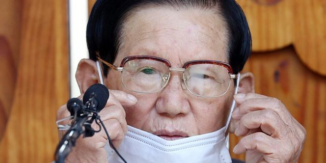 """Lee Man-hee, a leader of Shincheonji Church of Jesus, attends at a press conference in Gapyeong, South Korea, Monday, March 2, 2020. In the hastily arranged news conference Lee, the 88-year-old leader of a religious sect which has the country's largest cluster of infections, bowed down on the ground twice and apologized for causing the """"unintentional"""" spread of the recent coronavirus disease. (Kim Ju-sung/Yonhap via AP)"""