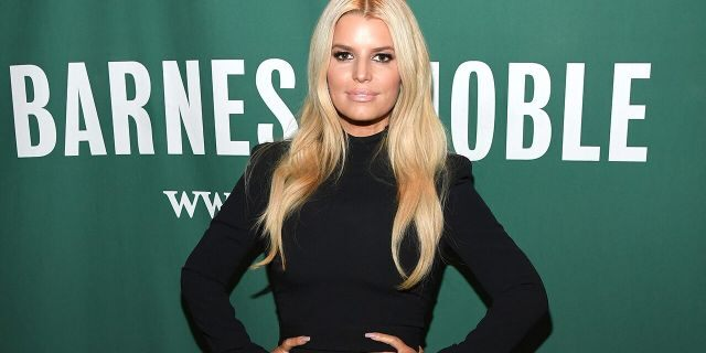 """NEW YORK, NEW YORK - FEBRUARY 04: Jessica Simpson signs copies of her new book """"Open Book"""" at Barnes & Noble Union Square on February 04, 2020 in New York City. (Photo by Kevin Mazur/Getty Images)"""