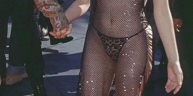 Rose McGowan at the 1998 MTV Video Music Awards.