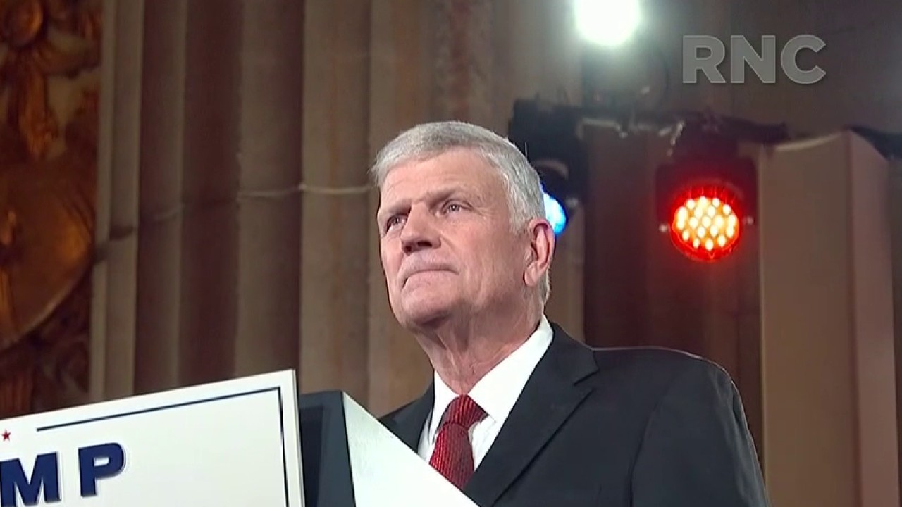 Franklin Graham offers opening prayer at GOP convention