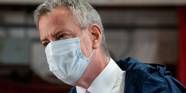 New York City Mayor Bill DeBlasio speaks to firefighters following the donation of meals on International Firefighters Day on May 4, 2020 in New York City. (Photo by Bryan Thomas/Getty Images)