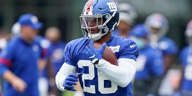 New York Giants' Saquon Barkley runs the ball during practice at the NFL football team's training camp in East Rutherford, N.J., Wednesday, Aug. 19, 2020. (AP Photo/Seth Wenig)