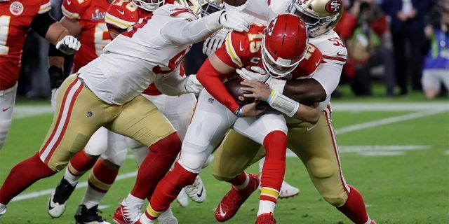 Kansas City Chiefs quarterback Patrick Mahomes (15) runs against the San Francisco 49ers' DeForest Buckner, left, and Earl Mitchell during the first half. (AP Photo/Seth Wenig)