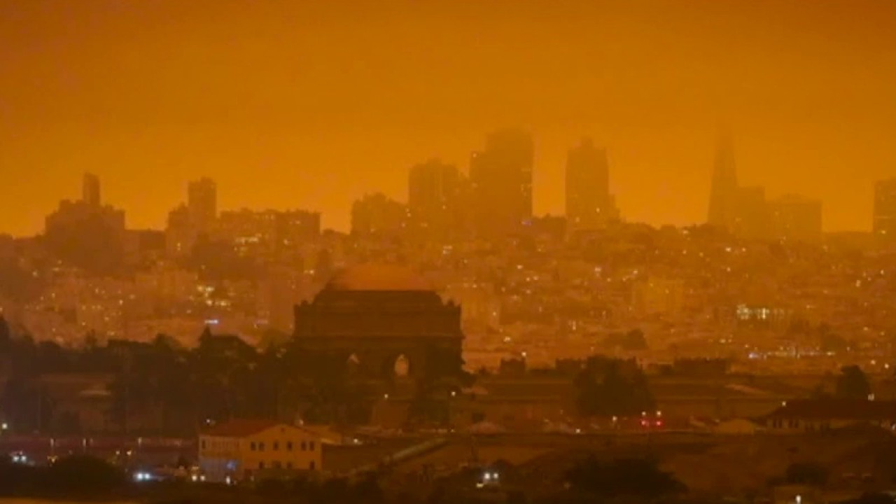 Thousands of homes threatened by Western wildfires