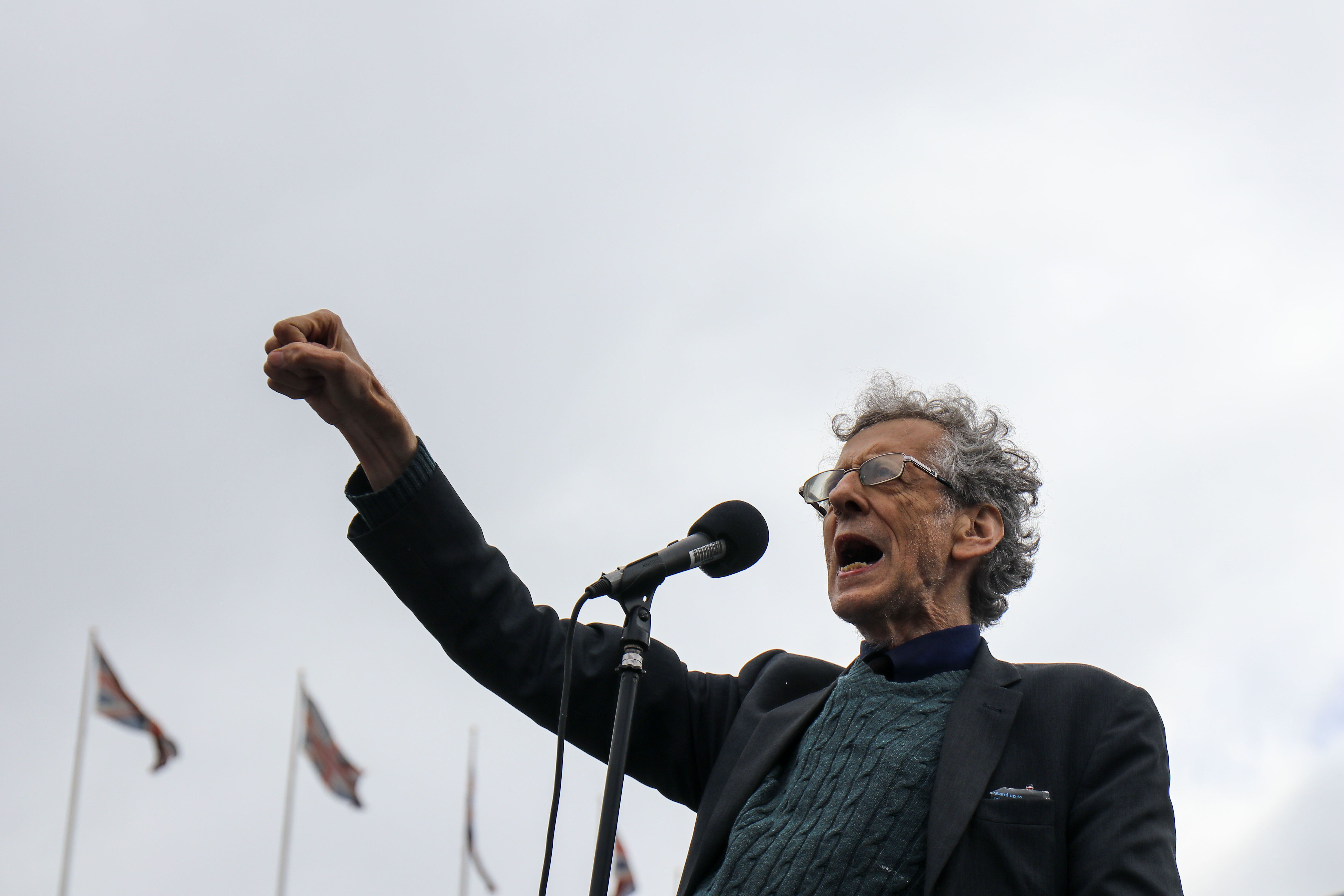 <strong>Piers Corbyn (brother of former Labour leader Jeremy Corbyn) addresses thousands of Anti mask protesters gather at Tr
