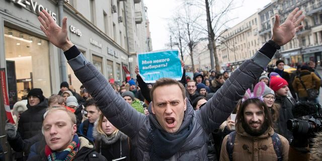 In this Sunday, Jan. 28, 2018 photo, Russian opposition leader Alexei Navalny, center, attends a rally in Moscow, Russia. The German government says specialist labs in France and Sweden have confirmed Russian opposition leader Alexei Navalny was poisoned with the Soviet-era nerve agent Novichok. (AP Photo/Evgeny Feldman, File)