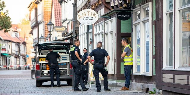 Sept. 14, 2020, Lower Saxony, Celle: Police task forces are securing a crime scene in the city centre. This afternoon, two armed men attempted to rob a jewelry store One of the perpetrators was killed, the other seriously injured. (Photo by Moritz Frankenberg/picture alliance via Getty Images)