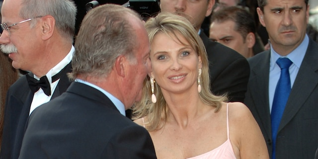 Spanish King Juan Carlos of Spain (L) and Corinna zu Sayn-Wittgenstein attend the Laureus Sports Awards 2006, at Parc del Forum on May 22, 2006 in Barcelona, Spain.