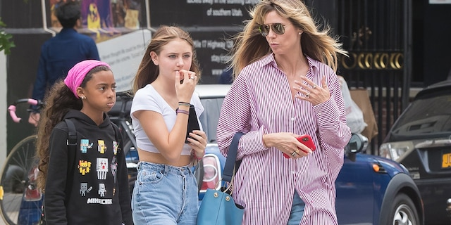 Heidi Klum(right) with daughters Lou Samuel (left) and Helene 'Leni' Klum (center). (Photo by Tal Rubin/GC Images)