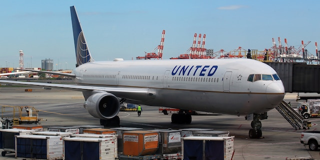 The man who performed CPR on the United passenger who died of respiratory failure and COVID-19 last week, told Fox News that he had some coronavirus-like symptoms after the incident. (iStock)