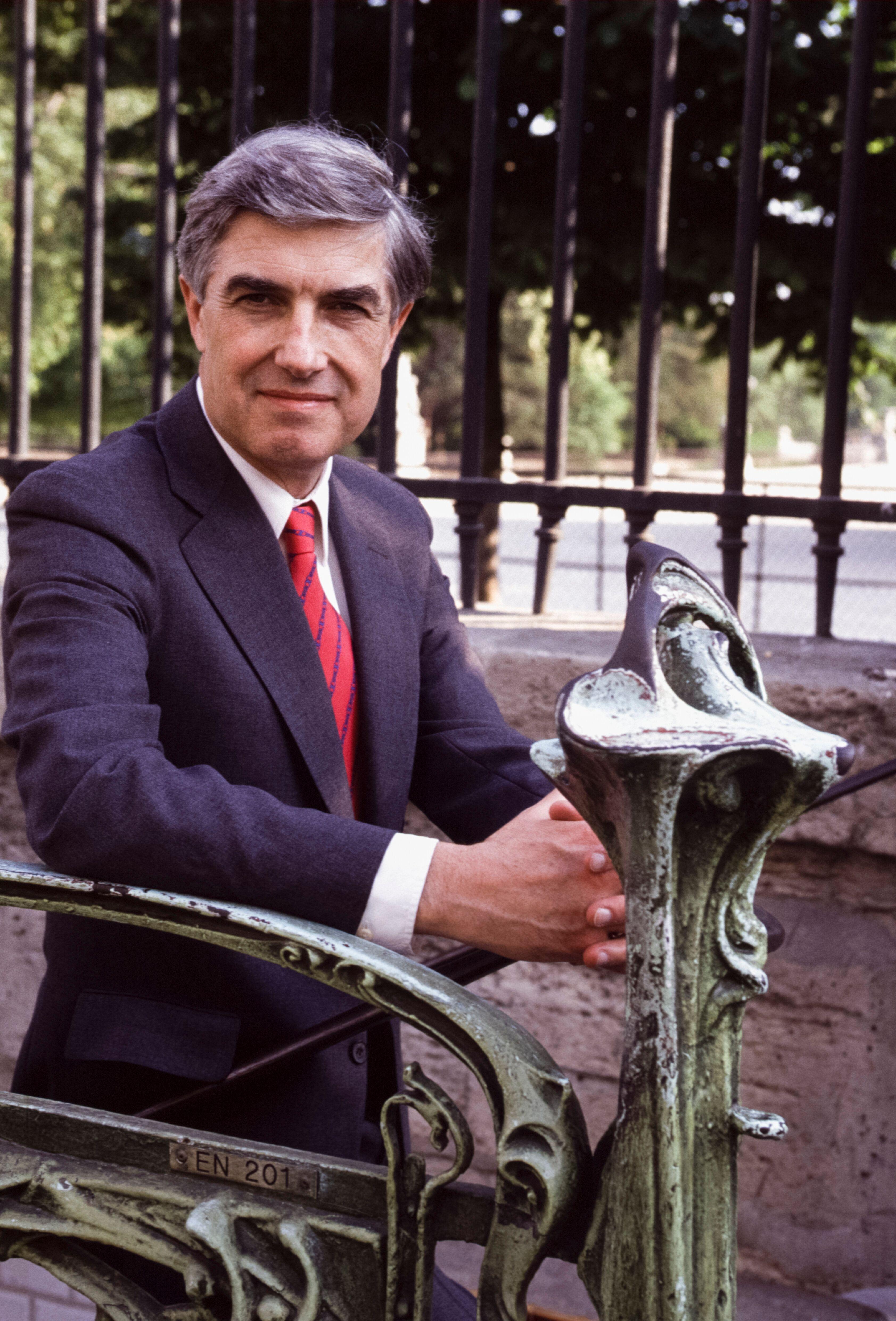 Neil Sheehan in Paris in 1990.
