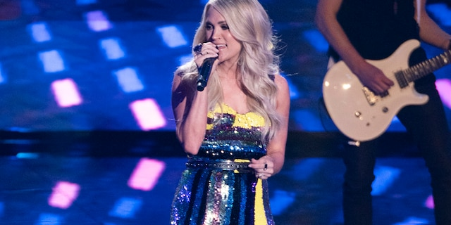 Carrie Underwood kicked off the 2010s with a stunning performance of the national anthem.