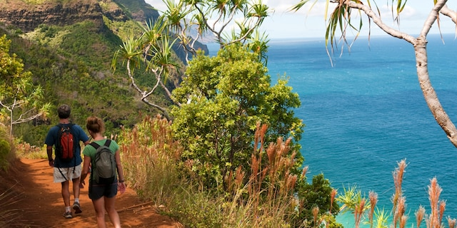 Hawaiian lawmakers are considering a bill that would require hikers who don't follow trail signs to reimburse rescue teams if they need to be saved. (iStock)