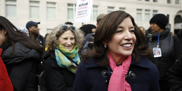 NEW YORK, NY - JANUARY 18: Lieutenant Governor of New York Kathy Hochul partecipates in the 2020 Women's March on January 18, 2020 in New York City. (Photo by John Lamparski/Getty Images)