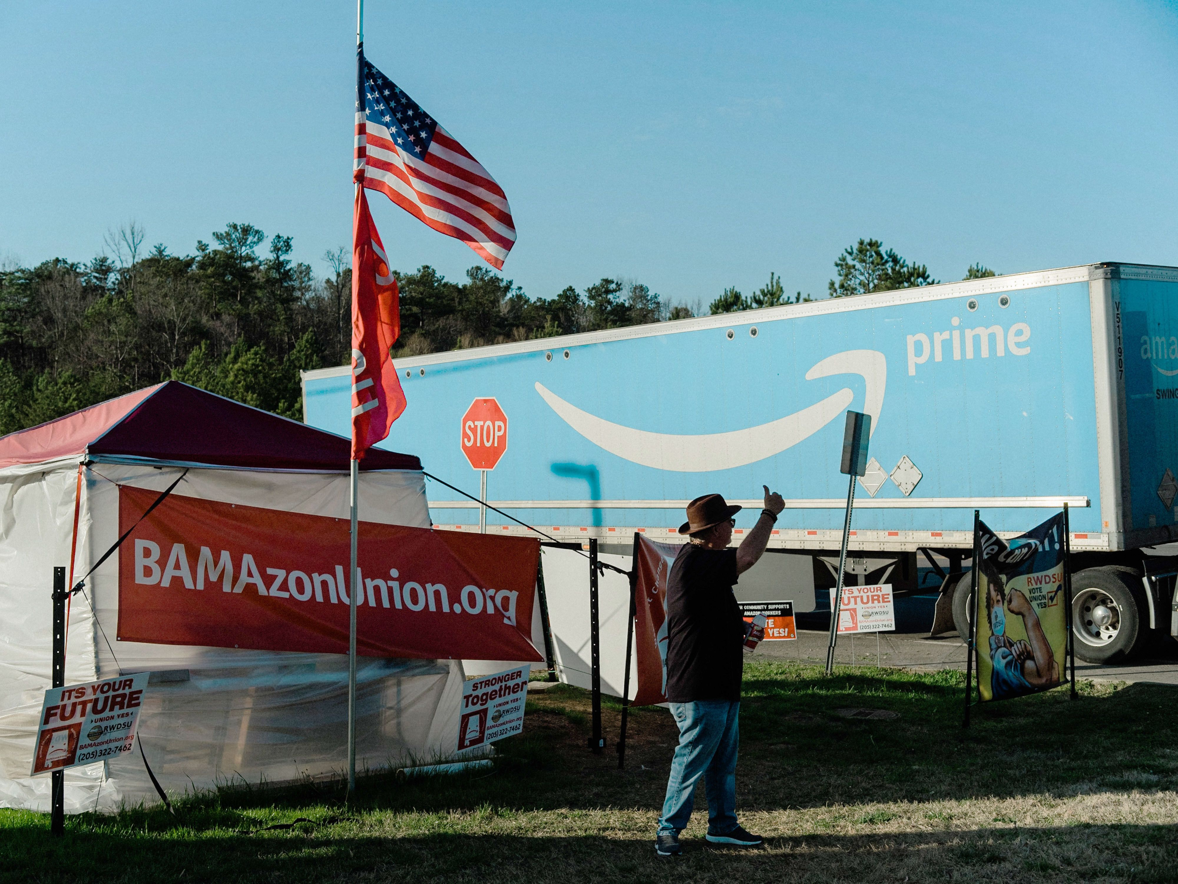 Randy Hadley, president of the RWDSU's Mid-South Council, mobilizes support for the Amazon union drive at a tent near the ful